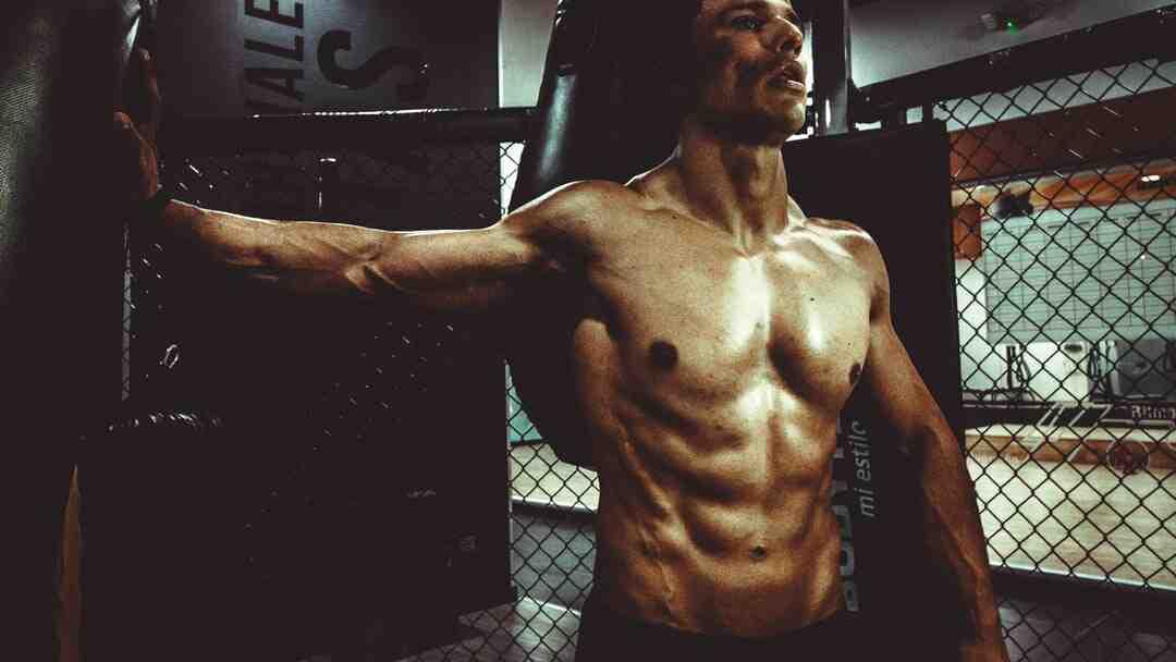 Quel muscle est le plus sollicité lorsque je frappe une pénalité au rugby ?